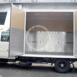 Isuzu NPR Double Cab Luton Tail Lift 5000Kg 16.8ft