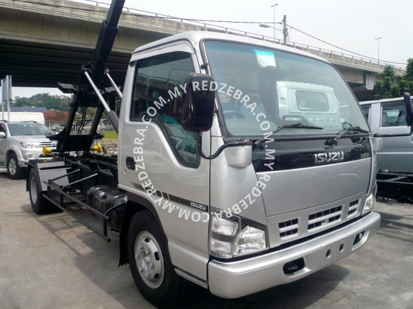 Isuzu NPR72P Arm Roll