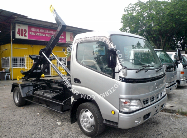 Hino XZU Armroll (Long Wheel Base 3815mm)
